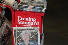 Trabajar repartiendo periódicos en Londres, UK
